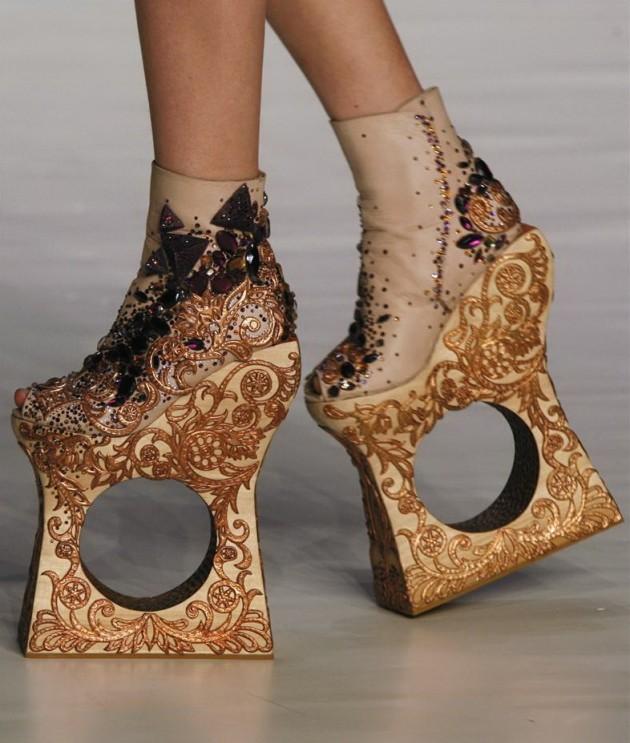 Guo Pei shoes, Fall/Winter 2010/2011