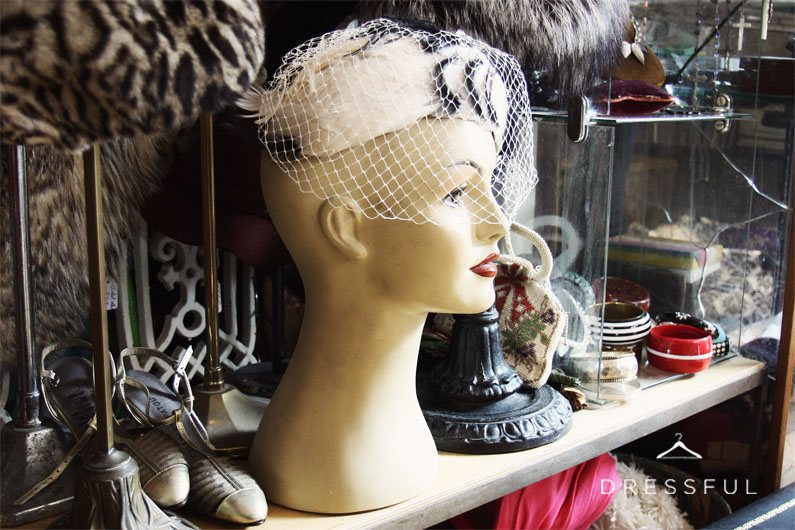 VINTAGE SECOND HAND CLOTHING SHOPS LONDON