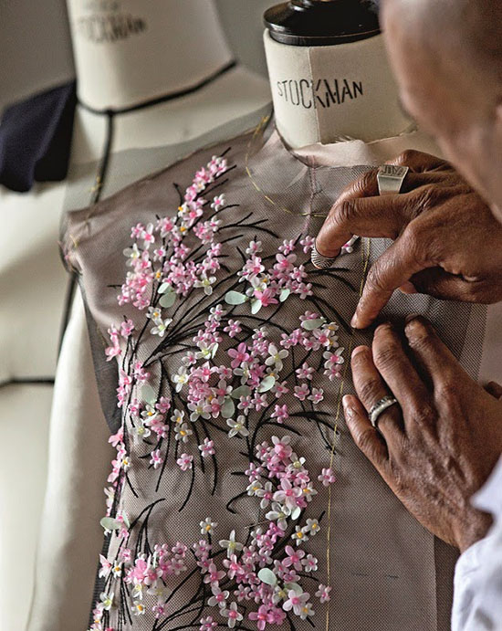 Haute couture ateliers high fashion behind the scenes for Chambre de la haute couture
