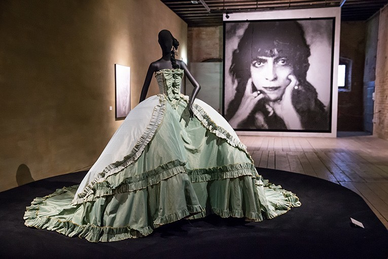 Dior haute couture Spring 1998 gown